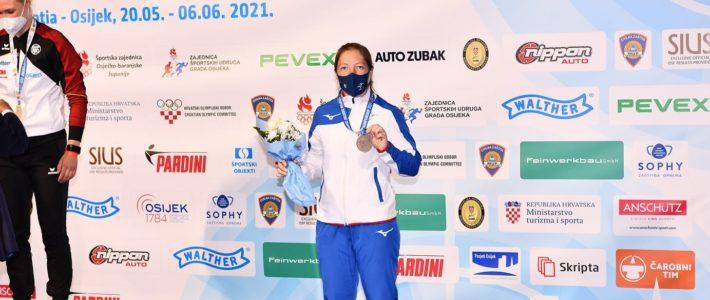 Céline Goberville Médaille de bronze 🥉 au pistolet 10m de ces championnats d'Europe à Osijek !!!